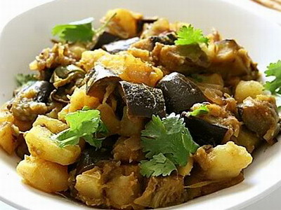 Slow Cooker Aubergine and Potato Curry